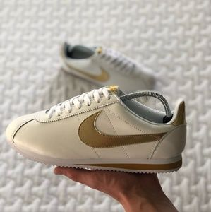 Nike Classic Cortez Leather PRM White Gold Shoes.